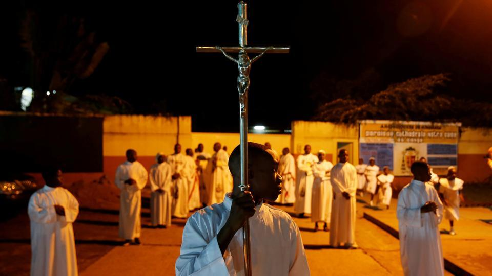 An altar boy holds a cross before the Christmas Eve mass at the Notre Dame de Kinshasa cathedral in Kinshasa, Democratic Republic of Congo. This Christmas, the atmosphere in the country is more uneasy than festive as frustrated citizens wonder if a postponed presidential vote will take place as promised on December 30. (Baz Ratner / REUTERS)