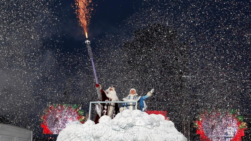 People dressed as Father Frost and Snow Maiden take part in a march on Christmas Eve in centre of Minsk, in Belarus. (Vasily Fedosenko / REUTERS)