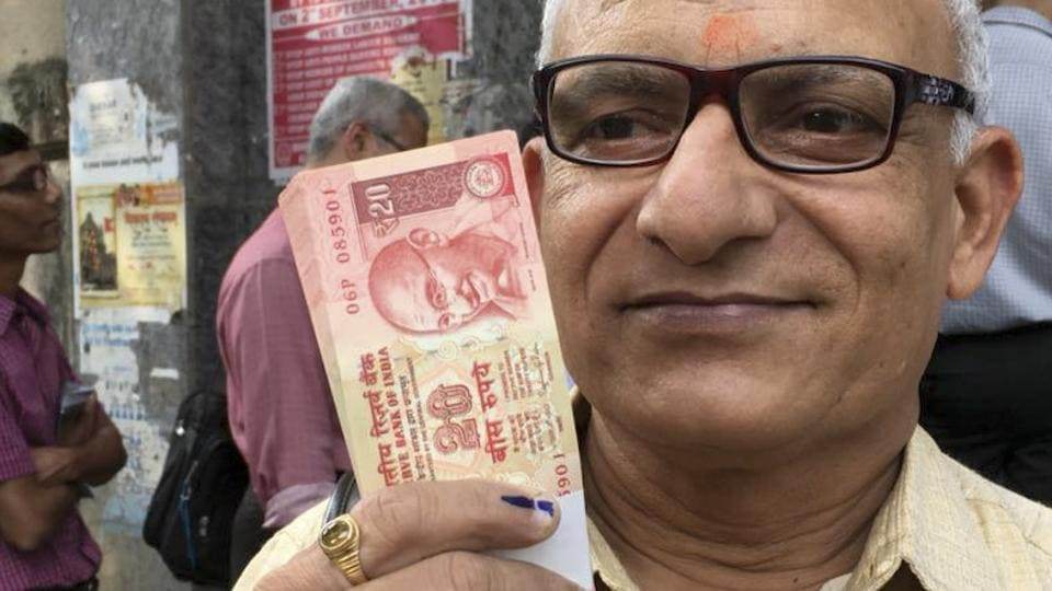 The Reserve Bank of India will soon introduce a new Rs 20 currency note with additional features, according to a document of the central bank. The bank has already issued new look currency notes in the denominations of Rs 10, Rs 50, Rs 100, and Rs 500, besides introducing Rs 200 and Rs 2,000 bank notes. The new look notes are being introduced since November 2016 under Mahatma Gandhi (New) series. (Arijit Sen / HT Archive)
