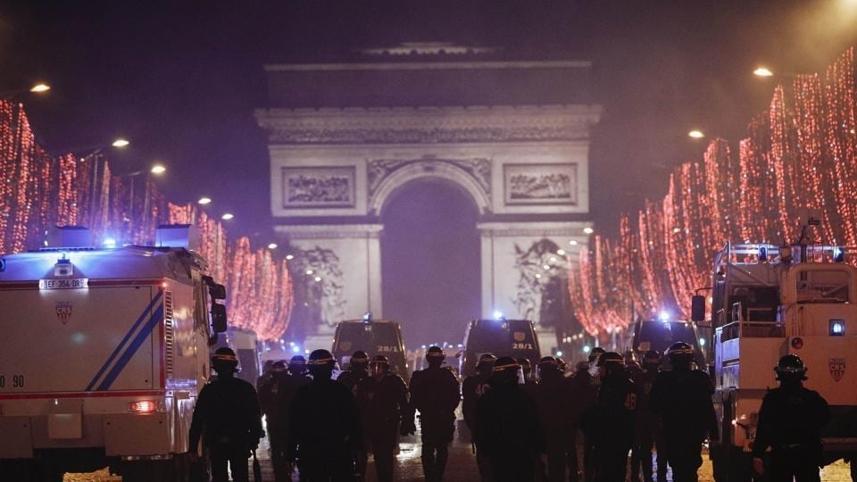 Paris New Year's Eve bash is on despite 'yellow vest' protests