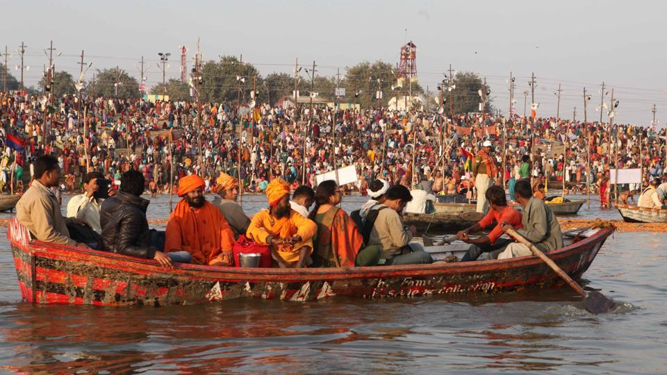 Devotees arrive in large numbers to take the holy dipat sangam in Allahabad