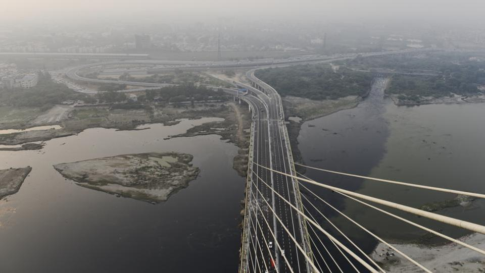 A view from atop the newly opened Signature Bridge at Wazirabad in New Delhi. Fourteen years in the making, India's first asymmetrical cable-stayed bridge, pitched as an iconic project for the Capital was finally made operational. A spate of accidents on the new structure were an unfortunate development soon after. (Sanchit Khanna / HT Photo)