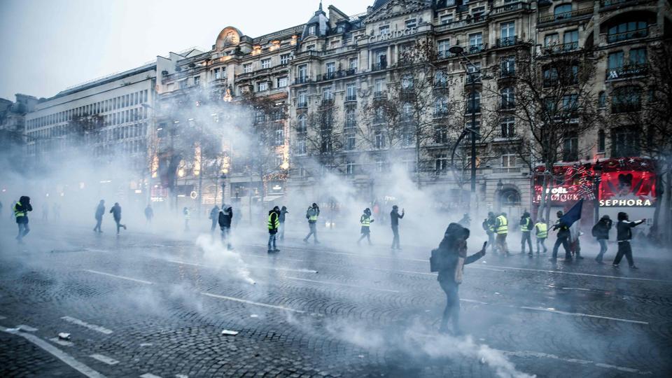 police,teargas,Paris