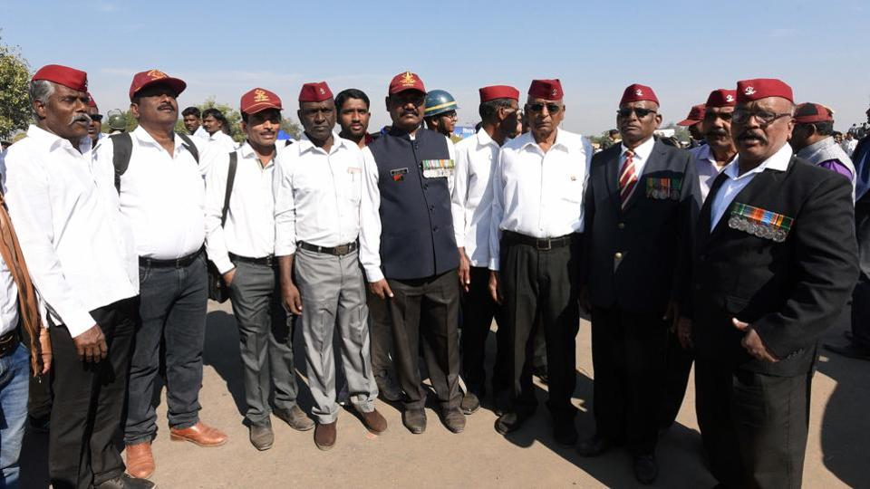 Retired Army personnel of Mahar regiment  also visited Vijay Stambh to pay tribute at Bhima Koregaon on the occasion of 201st anniversary of the Bhima Koregaon battle on Tuesday. (Pratham Gokhale/HT Photo)