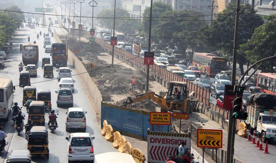 Metro 4 work underway near Vihang Circle at Ghodbunder Road.