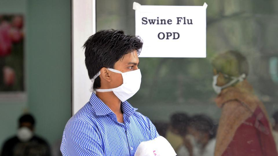 Two people have died of swine flu in Jodhpur while 44 positive fresh cases were reported today, mostly from Jodhpur, Jaipur, Udaipur and Ajmer, according to the health department. Rajasthan Health minister Raghu Sharma said that adequate medicines are available at all health centres across the state and special teams are being deployed to monitor the situation. (Sonu Mehta / HT Archive)