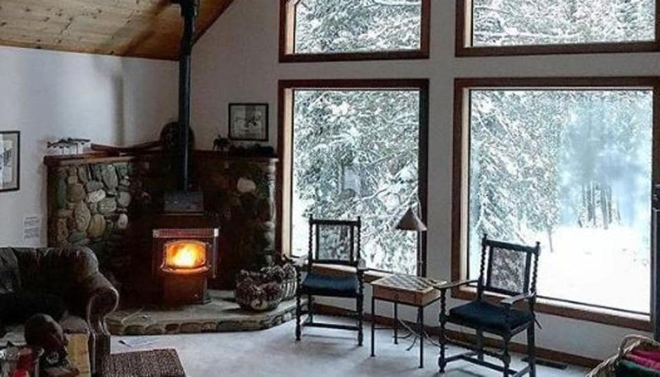 A beautiful Airbnb cottage in the mountains where you can spend your snowy winters reading a book, writing, painting with a cup of hot chocolate or your favourite dish.