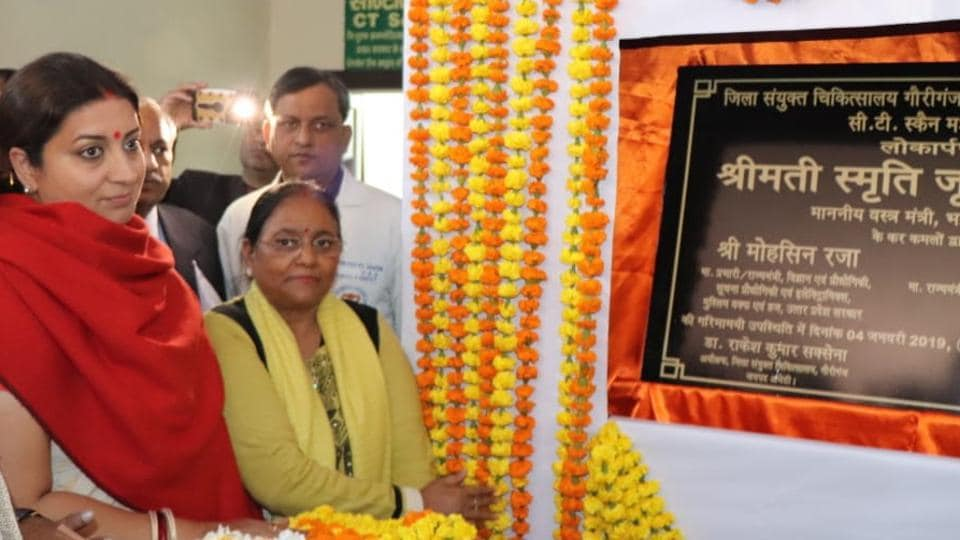 Union minister Smriti Irani dedicating a CT Scan machine at the district hospital in Gauriganj.