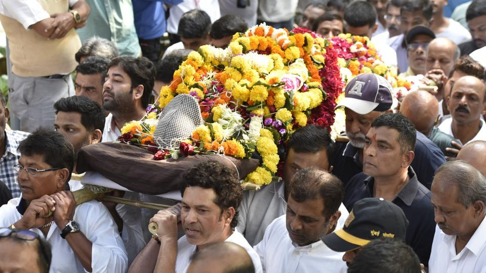 (L-R)Chandrakant Pandit and Sachin Tendulkar attend the funeral of the latter's cricket coach Ramakant Achrekar in Mumbai, India, on Thursday, January 3, 2019. (Kunal Patil / HT Photo)