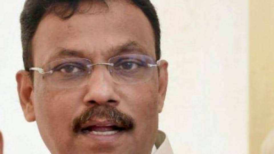 An undergraduate student in Maharashtra's Amravati district has alleged that state Education Minister Vinod Tawde ordered his arrest when he was recording a conversation between him and a fellow student, a charge denied by the minister.