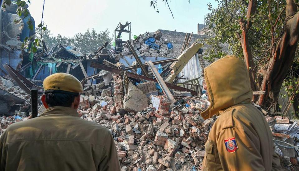 moti nagar collapse,local factory