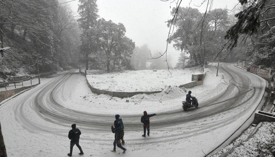 Widespread snowfall over western Himalayas will lead to the minimum temperature falling in Delhi by 1 to 2 degrees in the next couple of days, but there will be no cold wave condition, said Met.