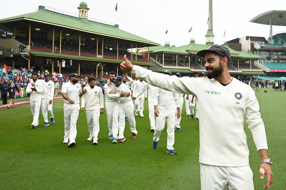 India's captain Virat Kohli (R) gestures as his team celebrates their series win on the fifth day of the fourth and final cricket Test against Australia at the Sydney Cricket Ground in Sydney on January 7, 2019. (Photo by Peter PARKS / AFP) / -- IMAGE RESTRICTED TO EDITORIAL USE - STRICTLY NO COMMERCIAL USE -- (AFP)