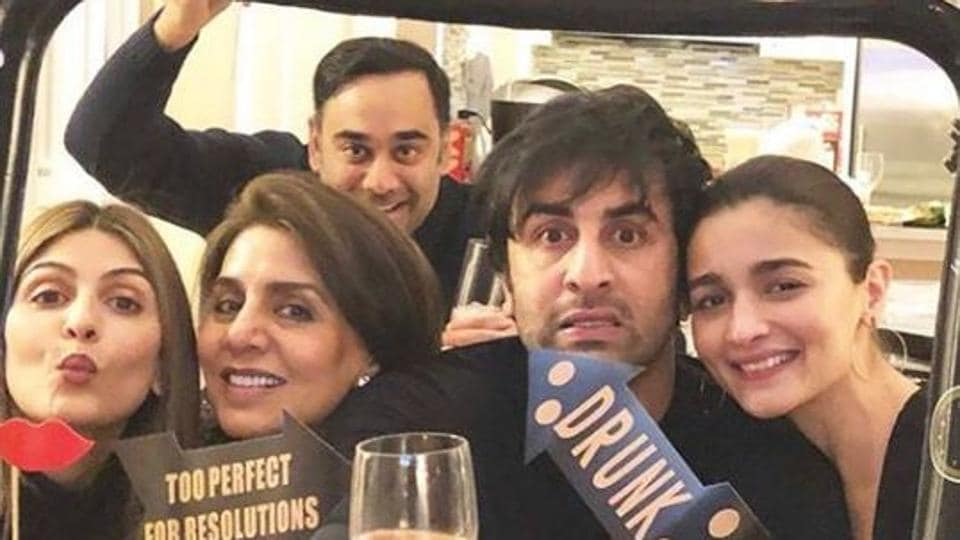 Neetu Singh shared a family picture with daughter Riddhima Kapoor Sahni, son Ranbir Kapoor and his girlfriend Alia Bhatt.