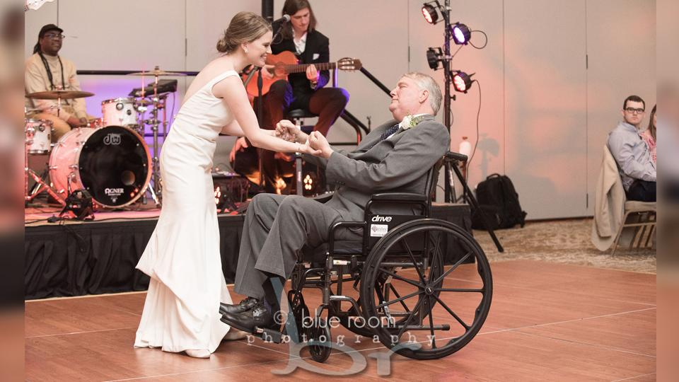 Video of bride dancing with terminally ill dad leaves