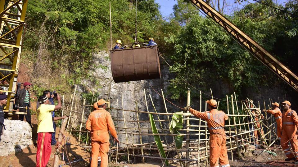 Multi-agencies personnel used high-powered pumps to drain out 28 lakh litres of water from the main shaft, where 15 miners got trapped, but Navy divers on Thursday found no change in the water level in the rat-hole mine to resume search operation, officials said.