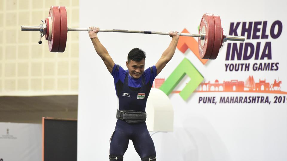 It was clear that Zakhuma wanted to win gold here, having lost to Jacob Vanlaltluanga in the National Junior Championship in Nagpur last month. The 18-year-old, who returns with his team-mates to Aizawl once a year, knew that he had to get everything right to be able to win the top prize ahead of his younger team-mate. He won with a record total of 254kg. (HT PHOTO)