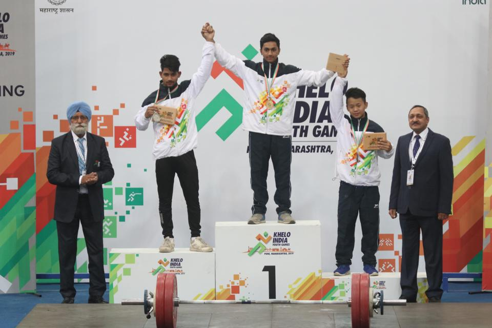 (From left) Under-17_40 kg - Arati Tatghunti (Maharashtra); Soumya Dalvi (Maharashtra); Sandiya Gungli (Arunachal Pradesh). Maharashtra dominated the first day of the weightlifting competitions at the Khelo India Youth Games 2019, winning three of the four gold medals on offer at the Shiv Chhatrapati Sports Complex here on Wednesday. (HT PHOTO)