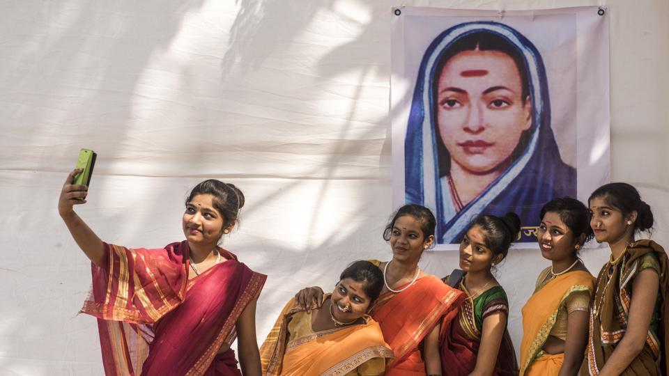 Students of Shivaji School, Ghatkopar, dress up like Savitribai Phule on the occasion of her birth anniversary, Mumbai, January 3, 2019