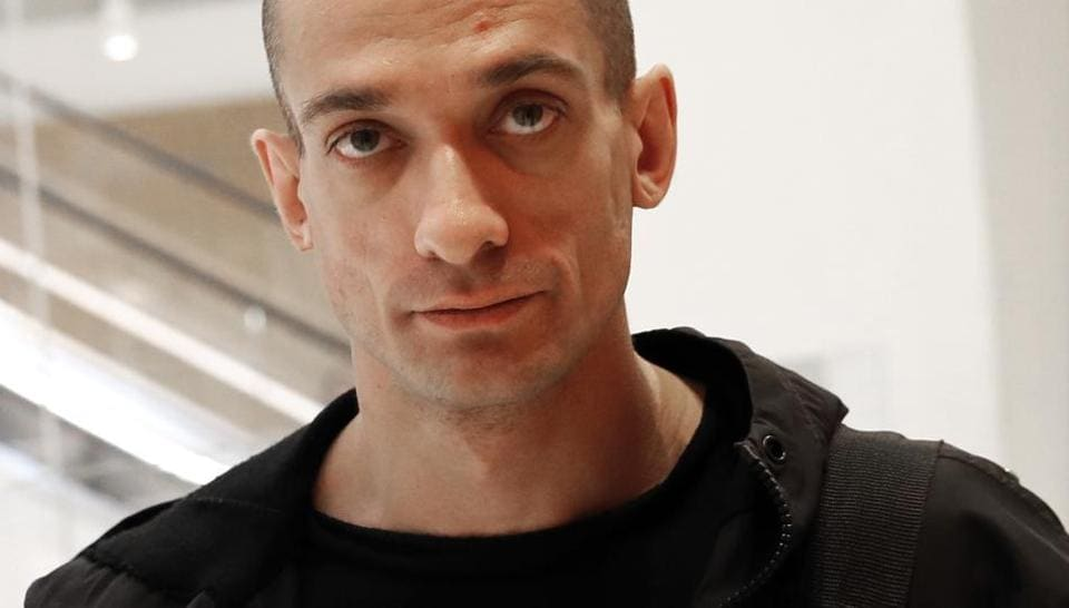 Pyotr Pavlensky,Oksana Shalygina,bank of france