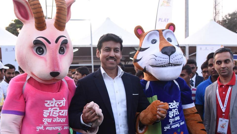 Col Rajyavardhan Singh Rathore (retired), Minister for Sports and Youth Affairs (IC) with Khelo India Youth Games 2019 mascots, Jaya and Vijay (HT PHOTO)