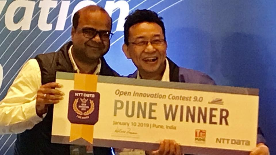 Nitin Gupta, founder, Flyt Base,winner of TiE Pune NTT Data Open Innovation Contest 9.0 with Kotaro Zamma, head, open innovation and business incubation, NTT Data .