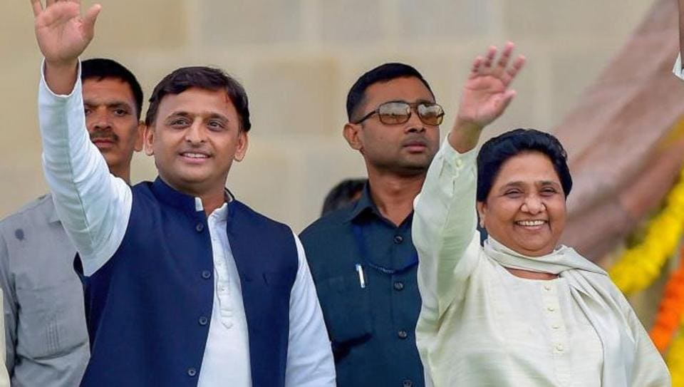 Bengaluru: Samajwadi Party leader Akhilesh Yadav with Bahujan Samaj Party leader Mayawati wave at the crowd during the swearing-in ceremony of JD(S)-Congress coalition government, in Bengaluru, on Wednesday. (PTI Photo/Shailendra Bhojak) (PTI5_23_2018_000199B)