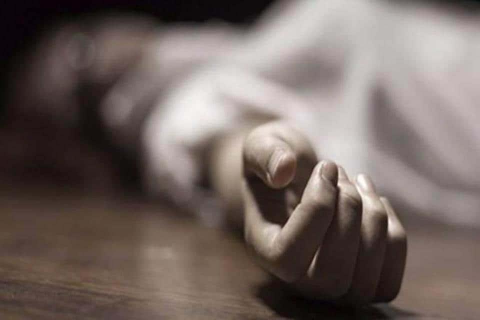 A 28-year-old woman allegedly killed herself in east Delhi's Mansarovar Park on Thursday, leaving behind a suicide note in which she has accused her husband's friend of allegedly stalking, blackmailing and seeking sexual favours from her for the past two years.