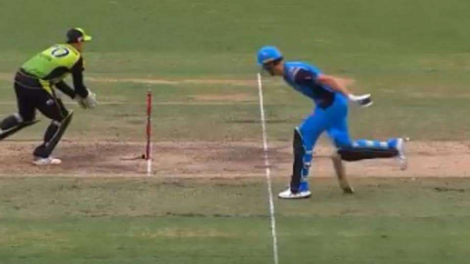 Billy Stanlake gets himself run out in the Big Bash League.
