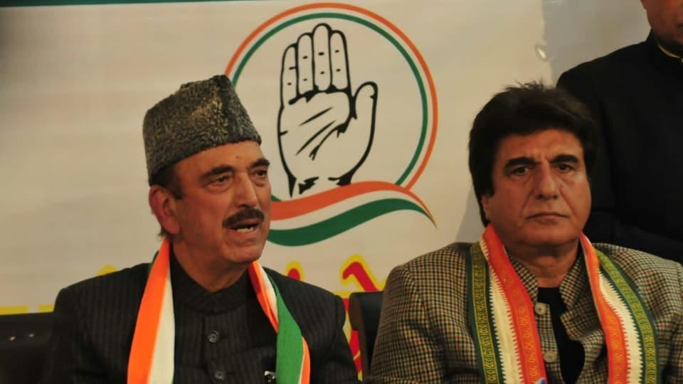 Senior Congress leader Gulam Nabi Azad and  U.P. Congress unit chief Raj Babbar at a press conference in Lucknow,