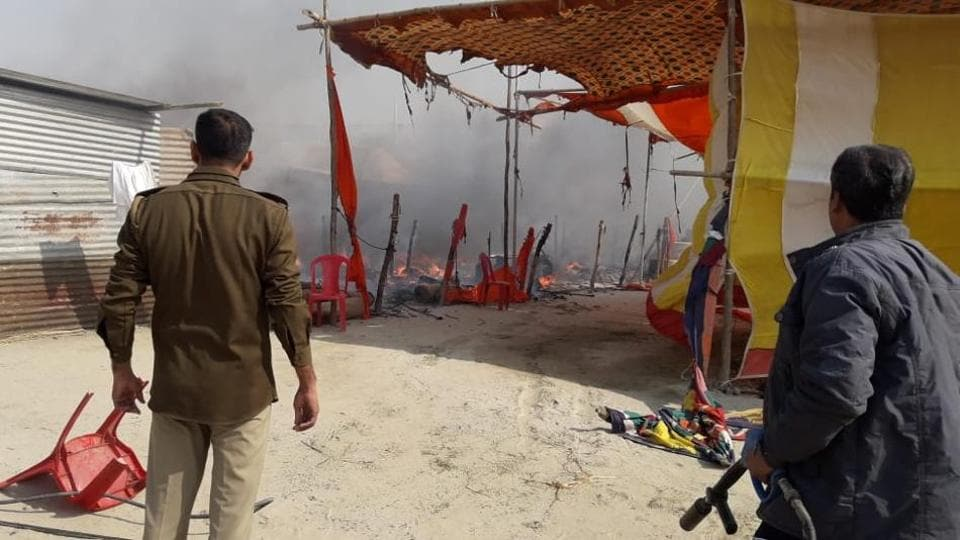 Cylinder explosion triggers fire at Kumbh Mela site, no one hurt