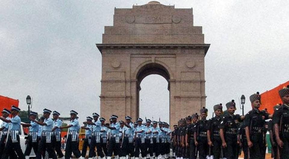 A woman ,believed to be in her mid-30s, came close to the Amar Jawan Jyoti  at India Gate on Sunday morning during the rehearsal for the Army Day wreath-laying ceremony and allegedly raised pro-Pakistan slogans.
