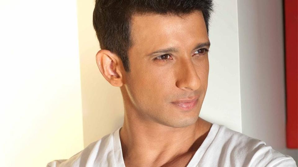 Sharman Joshi has worked with Rajkumar Hirani in 3 Idiots.