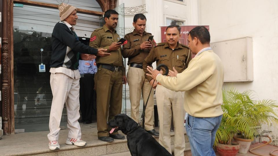 A Pakistan High Commission officer was called by the Delhi police for obtaining clarification on an altercation he had with an Indian woman at Sarojini Nagar market on Saturday.