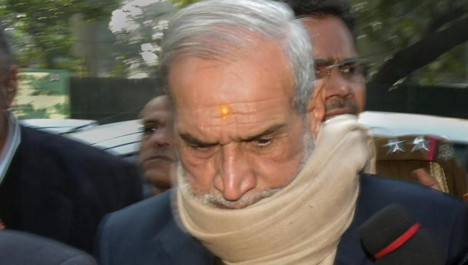 Former Congress leader Sajjan Kumar outside the Patiala House Court in New Delhi. Kumar ahead of his surrender on Decemer 31, 2018 after he was awarded life sentence by Delhi High Court in 1984 anti-Sikh riots case.
