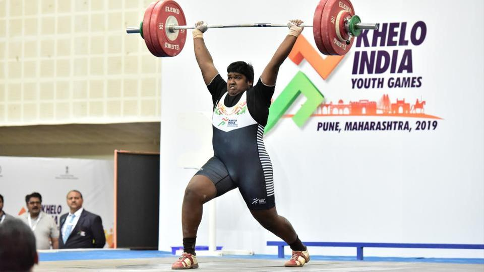Gold medalist of U-17 Men's +102kg S Rudra Mayan (TN) in action at Khelo India Youth Games  (HT PHOTO)