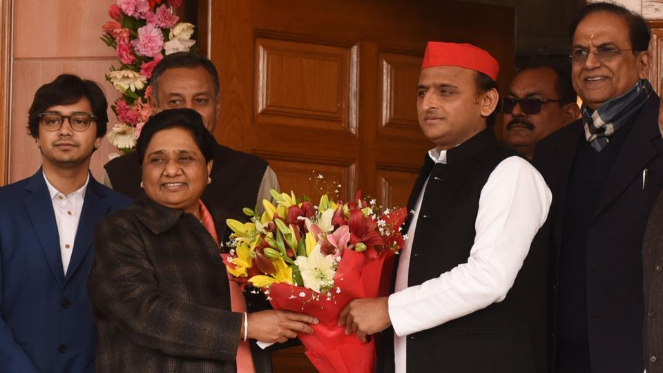 Samajwadi Party (SP) chief Akhilesh Yadav wishes Bahujan Samaj Party (BSP) chief Mayawati on her 63rd birthday at her residence in Lucknow. The BSP supremo on Tuesday appealed to workers of her party and the Samajwadi Party to forget their past differences to fight the upcoming Lok Sabha elections. (Subhankar Chakraborty / HT Photo)
