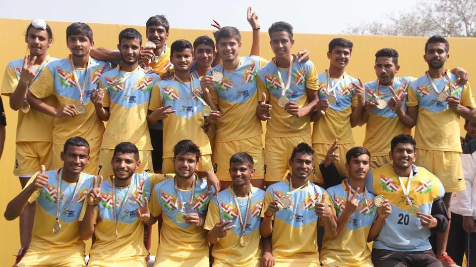Haryana U-21 hockey players with their Gold medal at Khelo India Youth Games  (HT PHOTO)