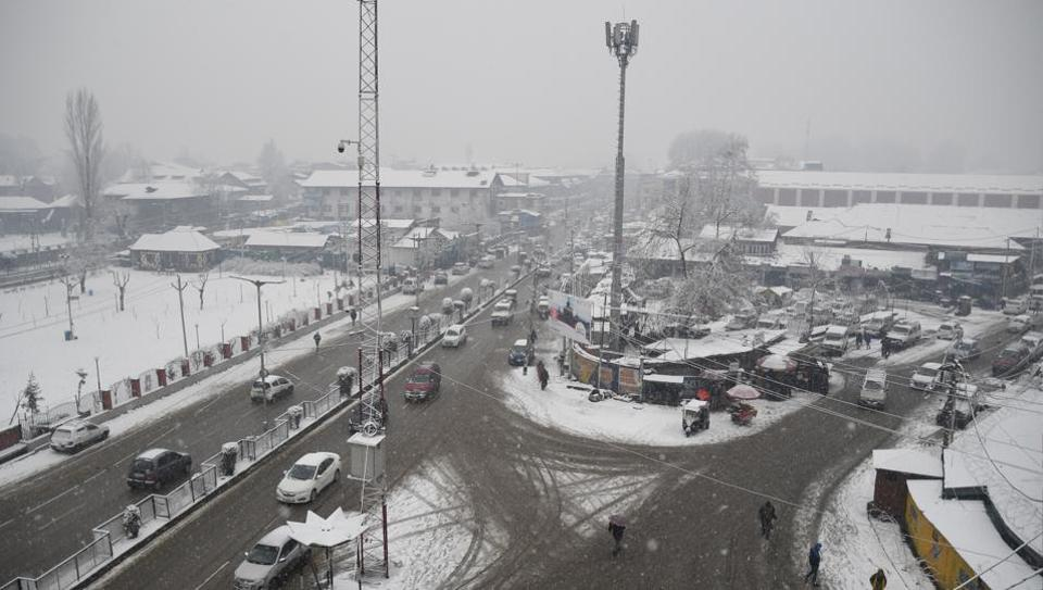 A view of Lal Chowk during snowfall in Srinagar on Wednesday. Flight operations at the Srinagar international airport were halted on Wednesday following poor visibility and continued snowfall in the Kashmir valley. Moderate snowfall started in the morning. The weather office has forecast heavy snowfall in the valley from January 19 to 23 due to the development of an intense western disturbance over Jammu and Kashmir. (ANI)