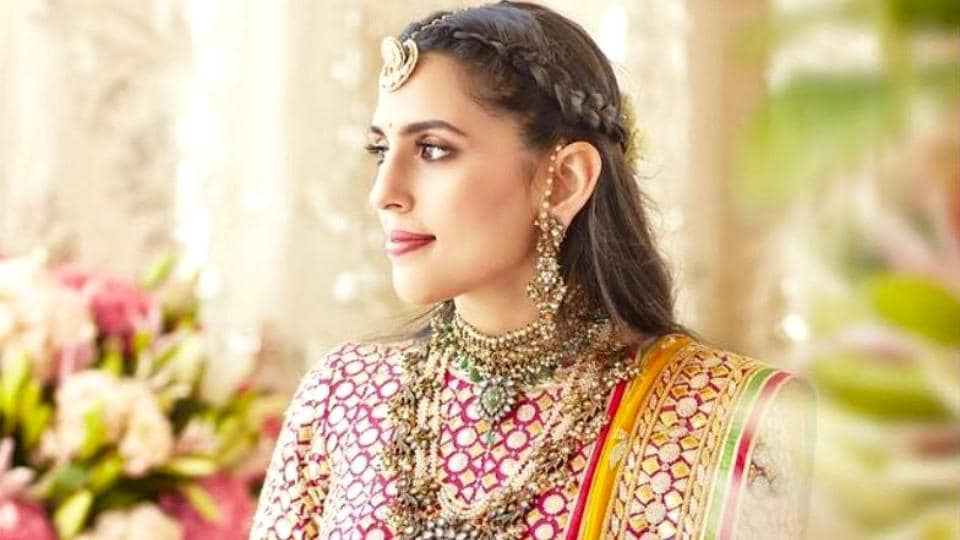 Shloka Mehta's unseen photos from Isha Ambani's wedding and haldi are here. See her whimsical looks. (Instagram)