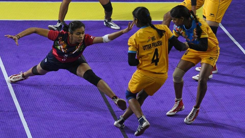 Maharashtra (red) beat Uttar Pradesh 38-23 in the semi-finals of under 21 girls kabaddi team event at Khelo India Youth Games 2019 at Shiv Chhatrapati sports complex, Balewadi on Wednesday.  (Pratham Gokhale/HT Photo)