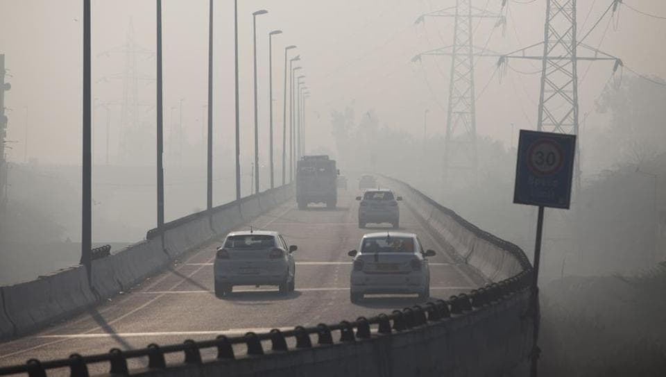 Commuters drive amidst heavy smog along a road in New Delhi on January 17, 2019.