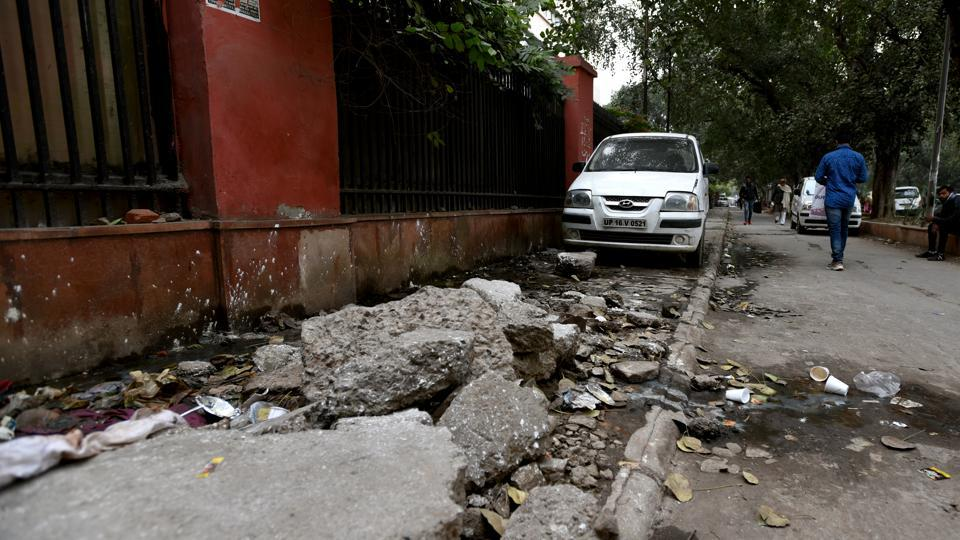 delhi roads,encroachments,pedestrian zone
