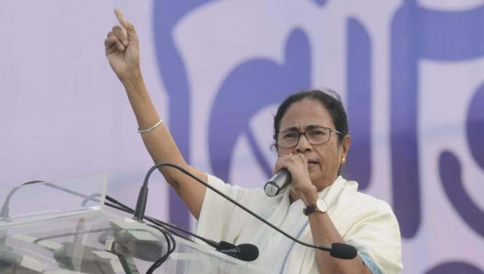 West Bengal Chief Minister and Trinamool Congress chief Mamata Banerjee delivering her speech at United India Rally in Brigade Parade Ground in Kolkata on January 19, 2019. (HT Photo/Samir Jana)