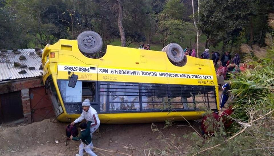 Himachal Pradesh,students,bus overturns