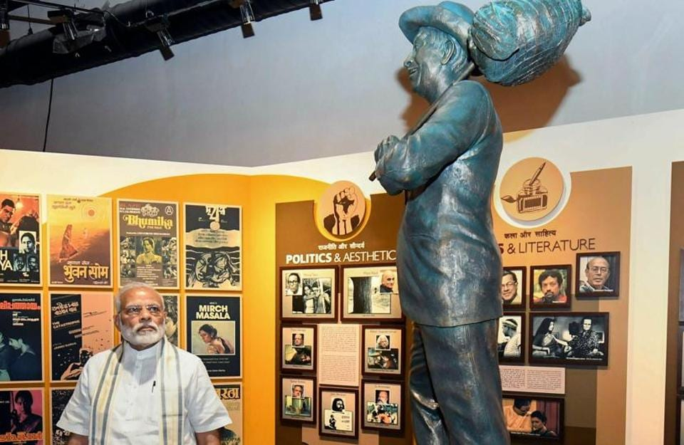 Mumbai: Prime Minister Narendra Modi looks at the statue of showman Rajkapoor during the opening of the National Museum of Indian Cinema in Mumbai, Saturday, Jan 19, 2019. (PTI Photo/Shirish Shete) (PTI1_19_2019_000148B)
