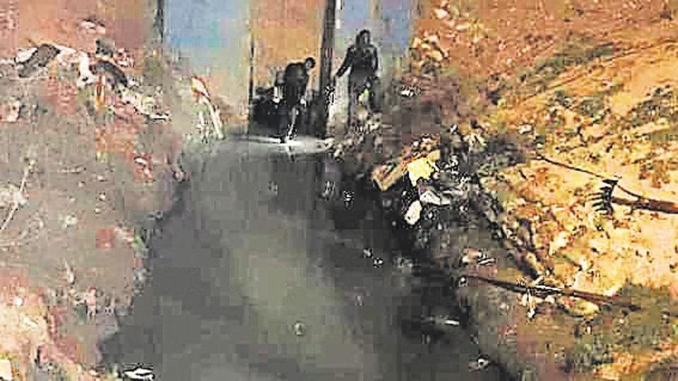 Man dies while cleaning drain in NorthDelhi's Jharoda, body found after 8-hour long search