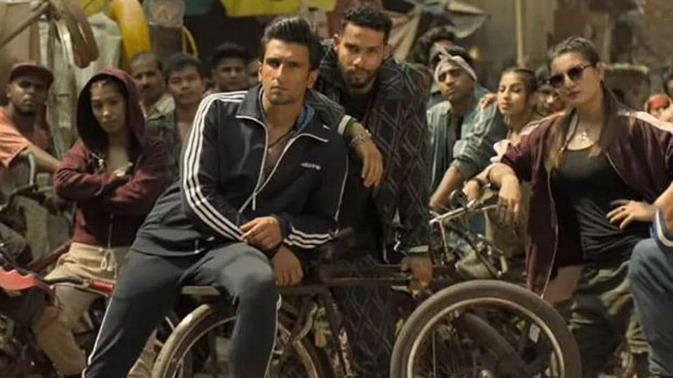 Ranveer Singh raps Gully Boy's Mere Gully Mein with fans as praise pours in on Twitter, watch video