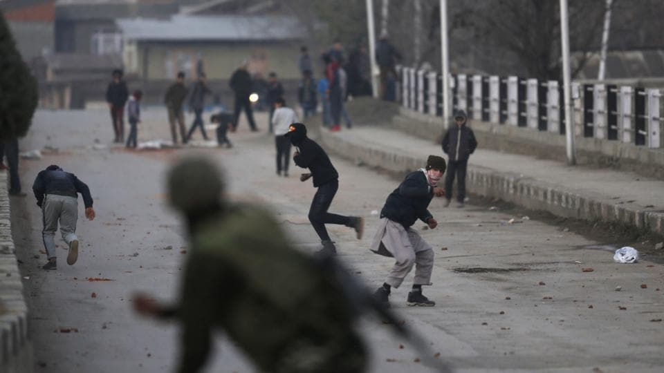File photo of Kashmiri protesters clashing with paramilitary troopers in Srinagar.