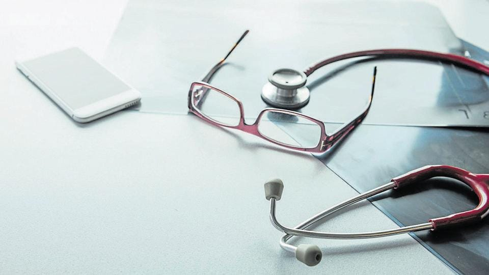 Komal Tayde, assistant in a clinic in Mumbai's Nalla Sopara,  allegedly started to prescribe drugs for patients and was even seen wearing the doctor's coat in a video.